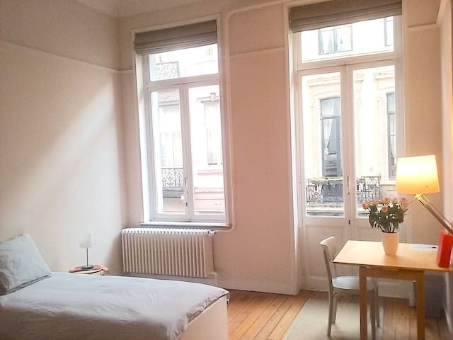 Large bright room in the center of Brussels