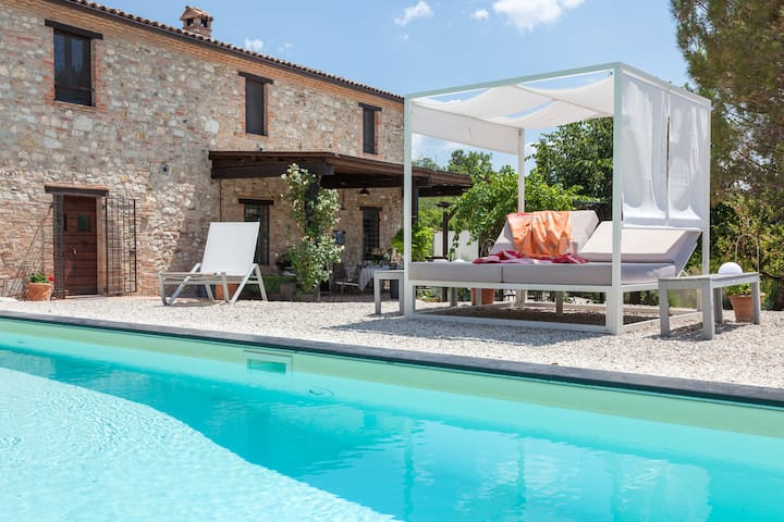 CASALE LAVANDA - A/C,  pool, stylish interiors