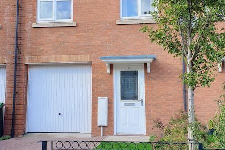 Spacious, Stylish and Contempory 4 Bed Townhouse
