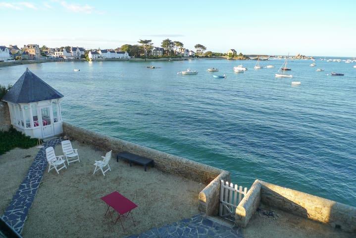 Superbe maison pieds dans l'eau!
