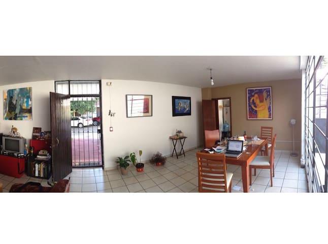 Cómoda casa en Chapalita / 3 rec / 2 baños