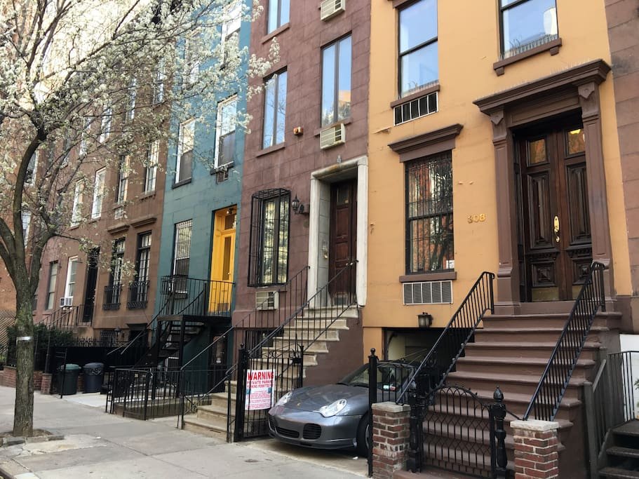 Huge luxury nyc townhouse sleeps 20 townhouses for rent for Townhouse for rent nyc
