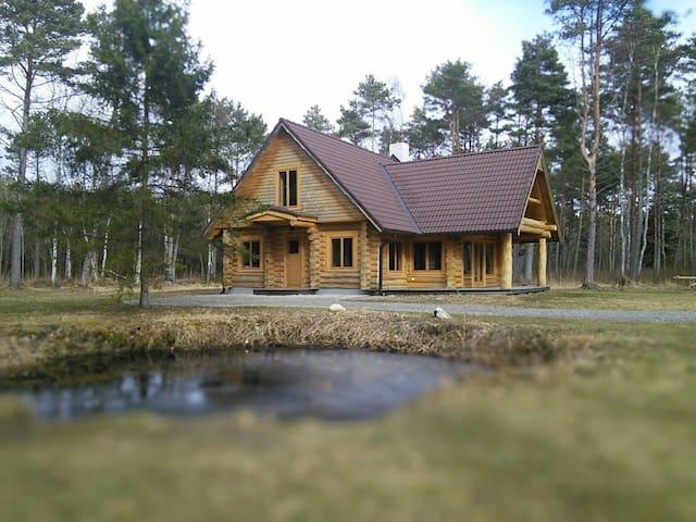 Коттедж в сосновом лесу, озеро!