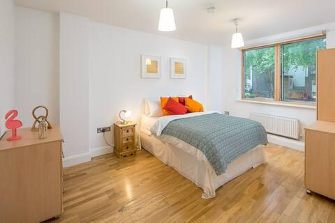 Elegant Modern 2 bed 2 bath flat in Shoreditch