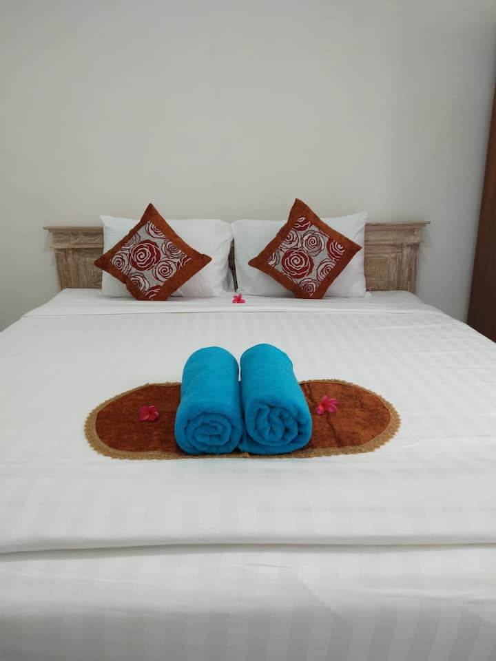 private Room in Canggu, 7 minutes walk to beach