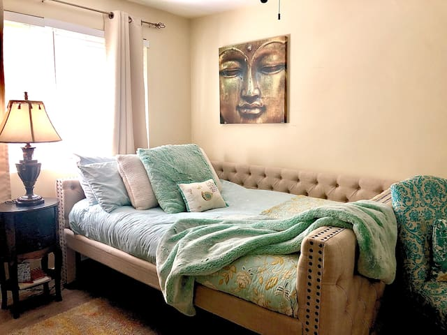 Beverly Hills - Queen Bed. 2-Min Walk Rodeo Drive