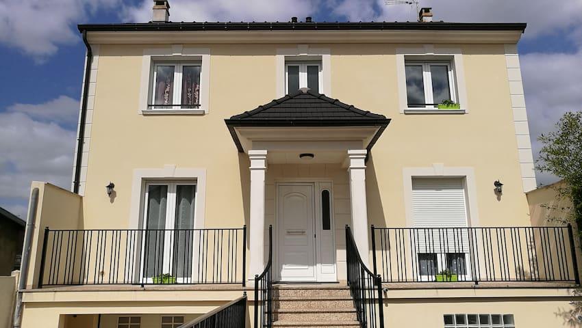 Chambre dans une grande maison - Villeparisis - Hus