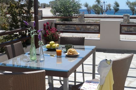 New listing! Beachfront Residence in Syros - Megas Gialos - Rumah