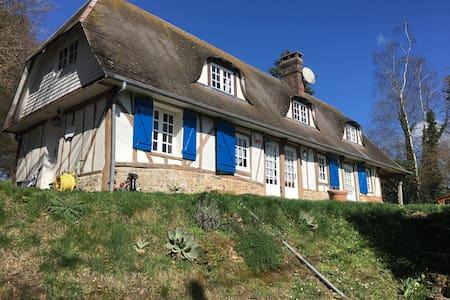 Normande de charme à l'orée d'un village normand