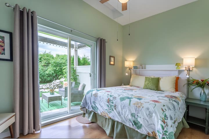 Sunflower cottage- one bedroom carriage house