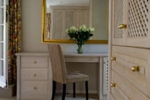 Dressing table area main bedroom