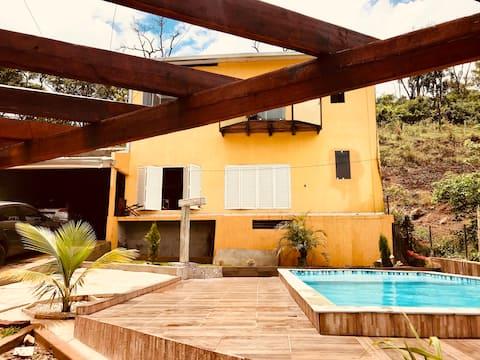 Casa com piscina recente e aconchegante