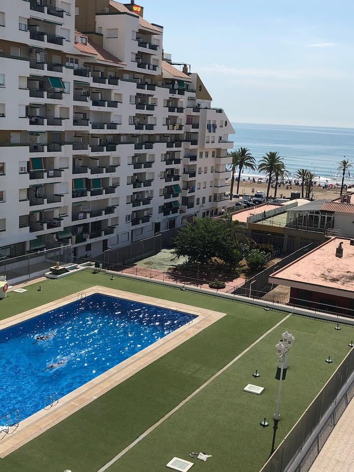 Súper Céntrico con piscina y parking.Vistas al mar