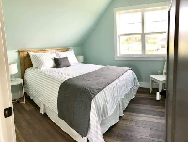 Bedroom #3 (Queen with closet)