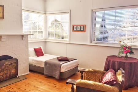 Bettina's Flat - Burrawang - Bed & Breakfast
