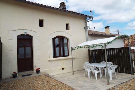 Coriander Gîte, Rural Setting, Pool - Chatenet