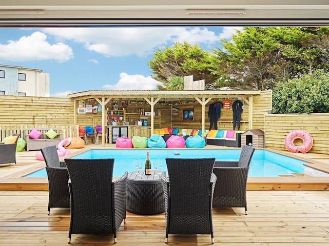 Halula Beach House - Luxury pool home, sleeps 24 - Newquay - Ferienunterkunft