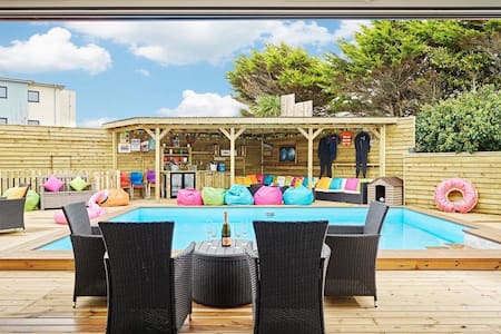Halula Beach House - Luxury pool home, sleeps 24 - Newquay - Nyaraló