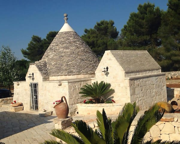 Relax e natura al Trullo Aurora !! - cisternino - Bed & Breakfast