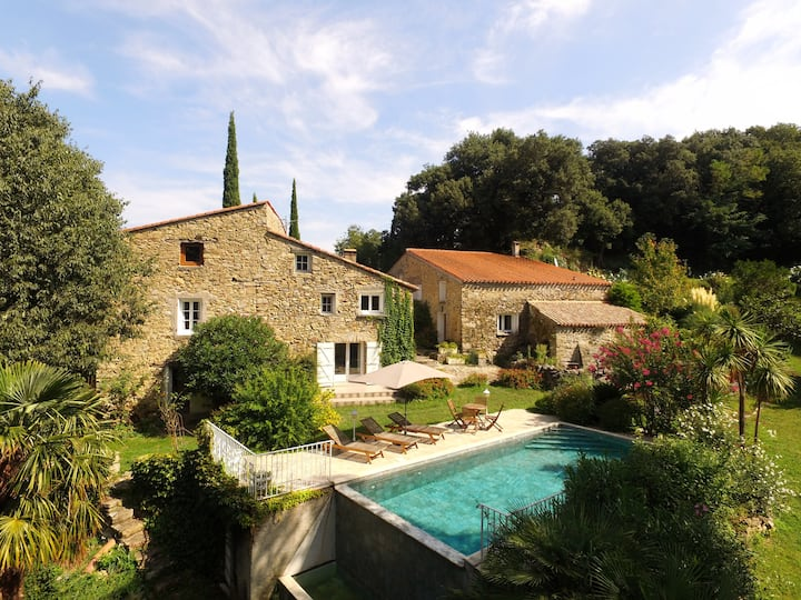 Stunning 15th century farmhouse with infinity pool