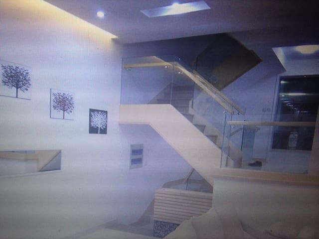 Beverly Hills - Altona - Apartament