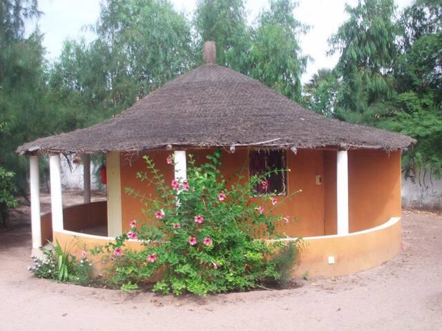Mboro : Case confortable au calme et au vert