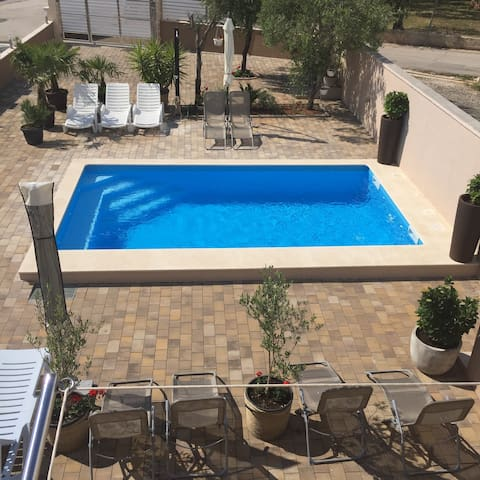 One room apartment with swimming pool - Bibinje - Wohnung