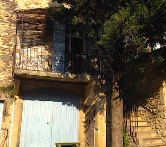 Petit château proche du Pont du Gard. - Domazan
