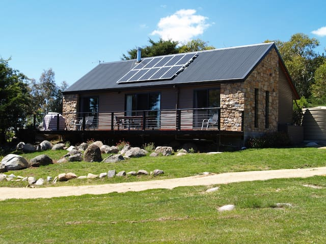RUNWAY VIEW COTTAGE at TOUCHDOWN COTTAGES - Jindabyne - Casa