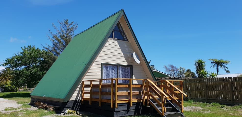 Lagoon Chalet 5 minutes from Town