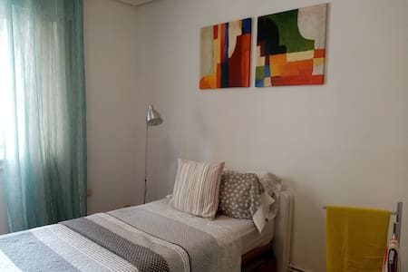 Bright and Comfortable bed w/shared bath, Bilbao