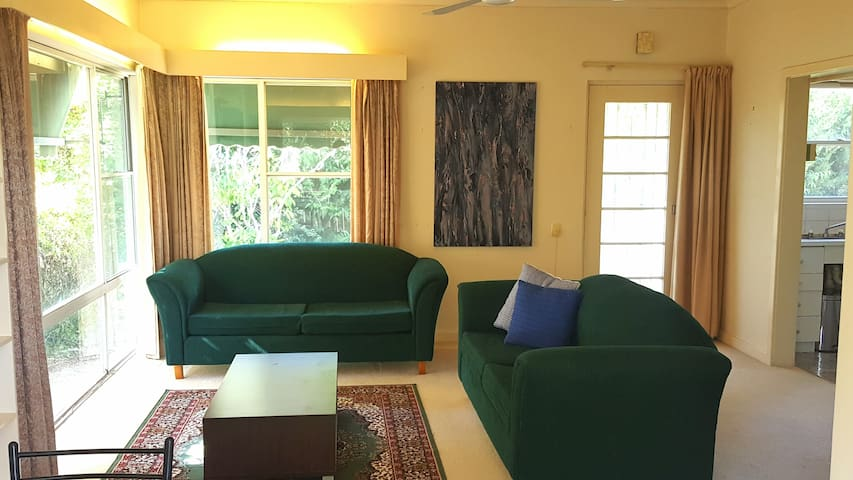 Spacious 2 bedroom duplex in Red Hill - Forrest - Hus
