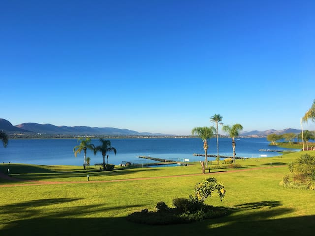 Stunning Waterfront Apartment on Hartbeespoort Dam