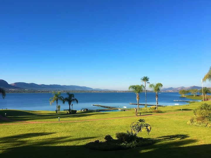 Luxurious Waterfront Apartment @ Hartbeespoort Dam