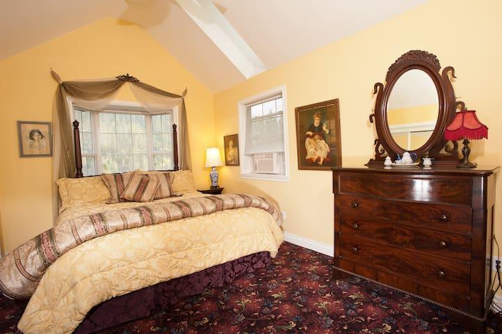 Hearthstone Elegant Lodge - Canterbury Cottage