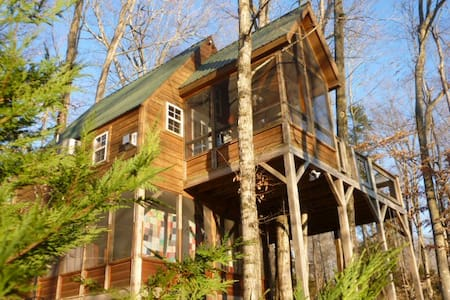 A Treehouse  Unique, Romantic Get Away