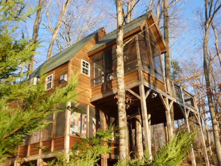 A Treehouse  Unique, Romantic Get Away
