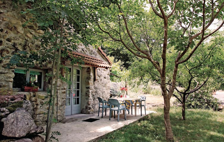 Holiday cottage with 1 room on 30m² in Mayres