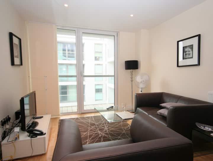 Stunning modern one-bedroom flat
