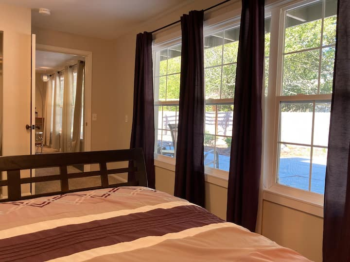Secluded, Spacious, 1BR Suite W/HotTub Near Park