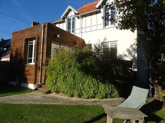 chambre privée + salle de bain / wc - Caen - Rumah