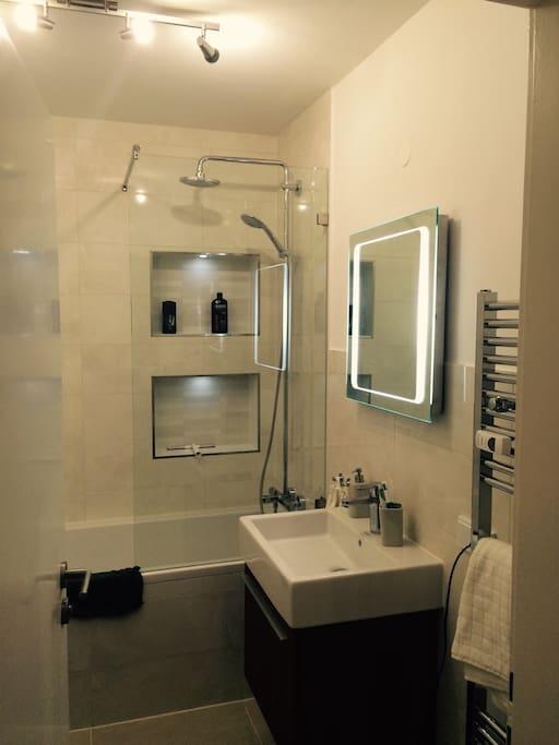 Gemütliches neues Bad wie im Hotel