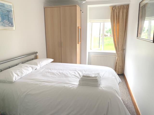 Double room, 15mins from Dublin Airport 3