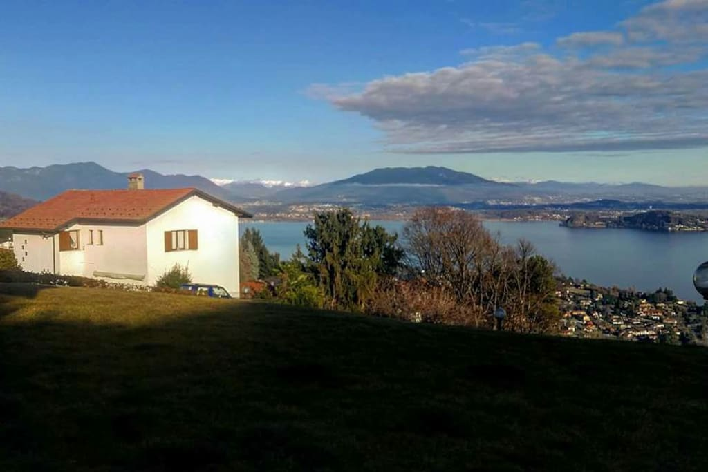 Lago maggiore garden cottage cottage in affitto a for Piani casa cottage acadian