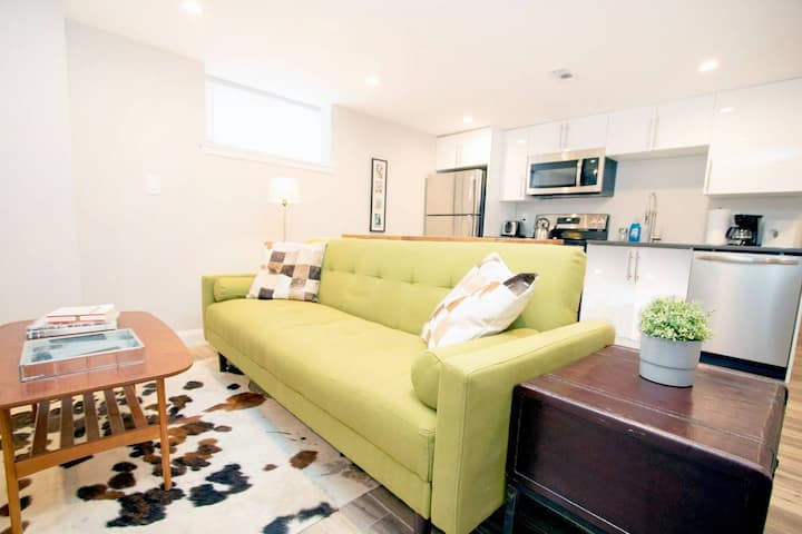 New renovation! Walk to Convention Center, Metro, groceries, wine bars, beer gardens and more from this sunny apartment in Shaw! Parking available too!