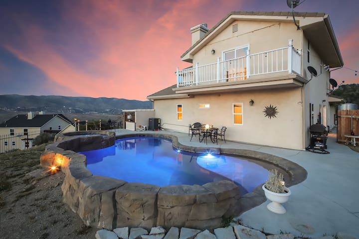 Panoramic View Pool home in Quiet Leona Valley