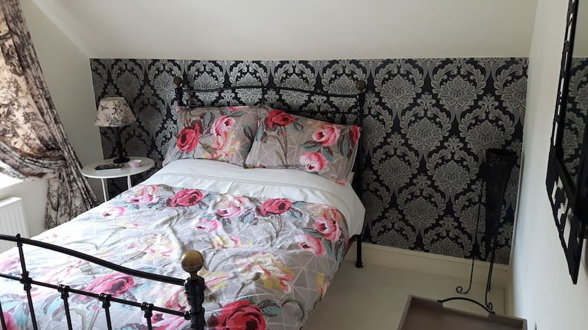 Luxury Dbl Bed+airy bed-sitting room, Newmarket Rd - Norwich