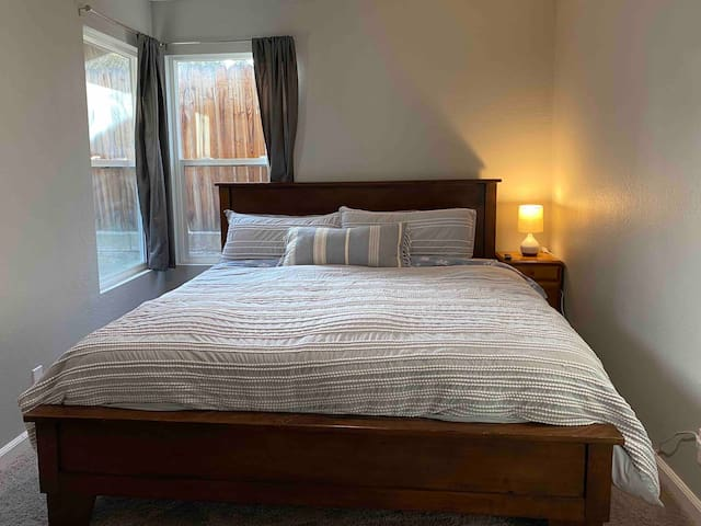 Extended Stay with King Bed close to UNR.