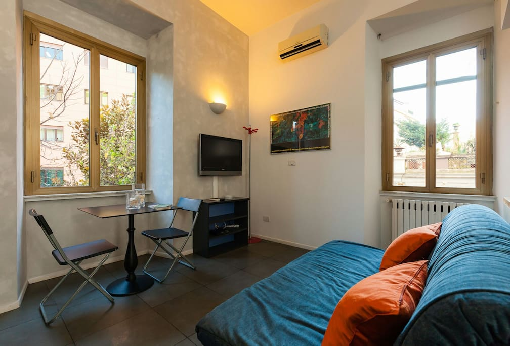 Studio perfect stay in rome at colosseum apartments for Studio apartments in rome