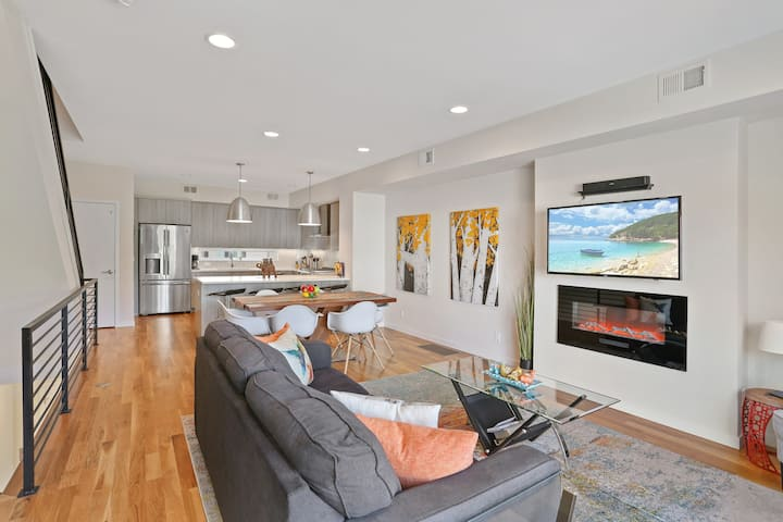New Townhome with Stunning City and Mountain Views